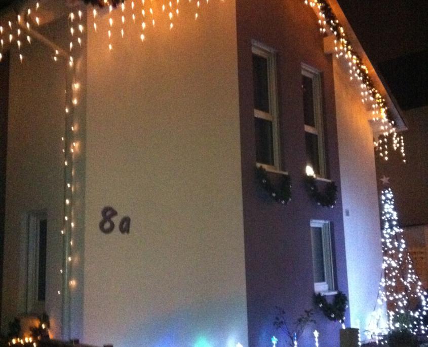 Die Front des Weihnachtshaus Neureut 2011