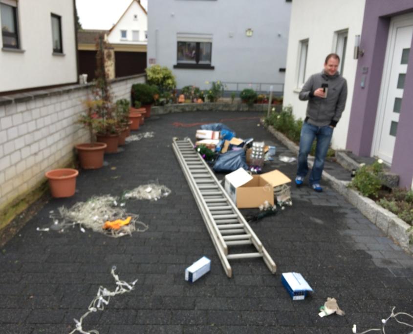 Der Aufbau des Weihnachtshaus Neureut 2013