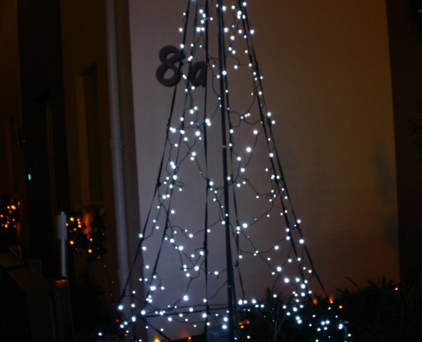 Die kleine Tree des Weihnachtshaus Neureut 2013 leuchtet schon
